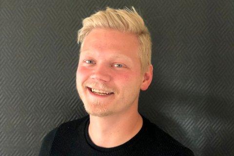 KREATIVT FIRMANAVN: Ørjan Ragnar Fagerjord ønsket et morsomt navn som skilte seg ut da han startet eget firma. Tømreren valgte 1-2-Trebygg AS. Foto: Privat foto