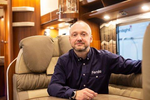 Nyter suksess: Leif Terje Hansen hyller sine ansatte etter et strålende år. Selskapet løftet seg fra å så vidt gå i pluss, til å omsette for millionbeløp.