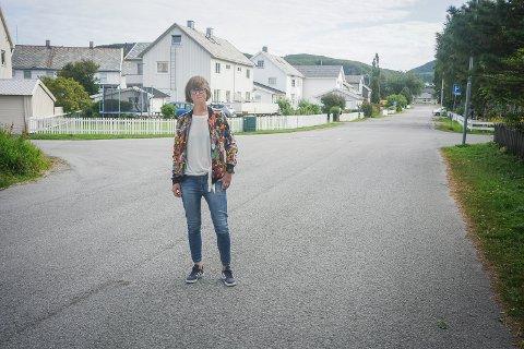 Ida Gudding Johnsen sier at Venstre på ingen måte stiller seg bak prioriteringen av ny vei opp til hotellet på Rønvikfjellet. De mener at vi bør sørge for å ruste opp og utbrede de dårlig vedlikeholdte veiene vi allerede har først.