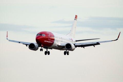 Gardermoen  20140502. Et fly fra Norwegian går inn for landing på Gardermoen flyplass fredag kveld. Foto: Erlend Aas / NTB scanpix