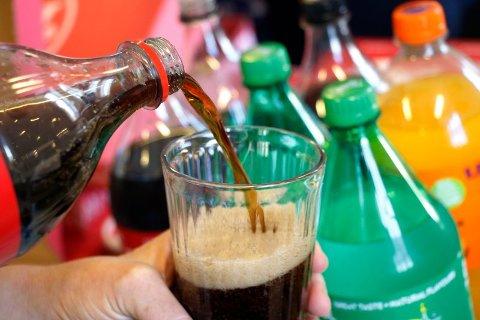 SUKKERTØRSTE: Nordmenn drikker mye brus, men nå hevder Ringnes at norsk brus så å si vil være sukkerfri om kort tid dersom sukkeravgiften endres.