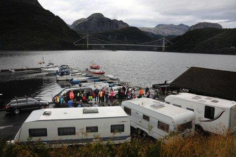 22 personer har druknet fra fritidsbåt så langt i år. I Dalsfjorden i Sogn og Fjordane var en mengde frivillige involvert i søket etter en mann som falt over bord fra en motorbåt og druknet i midten av juli. Foto: Tom Kolstad/Redningsselskapet