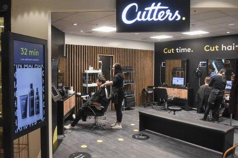 Salongene til Cutters tar ikke imot kontanter som betaling.
