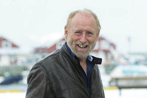 KAN SMILE: Halvdan Sivertsens musikk er populær, noe som både vises blant folk og i regnskapet til selskapet hans.