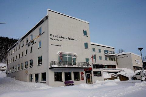 PÅGREPET: En mann i 30-årene ble pågrepet på Bardufoss hotell på lørdag. Han er siktet for overgrep mot en jente under 16 år og for å ha kjøpt sex av en annen kvinne.