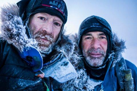 Gikk i mørket: To måneder av turen til  Børge Ousland (t.v.) og Mike Horn foregikk i mørket med hodelykter. Det ble en kamp mot kulda, mørket, råkene og tiden.