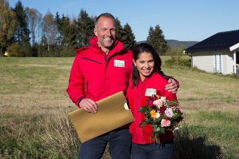 AMBASSADØRER: Tom Stiansen og Jorunn Stiansen  er ambassadører for Postkodelotteriet, og nå kan de røpe at den siste vinneren i mai er fra Fauske.