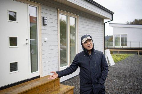 Erdal Buga føler seg lurt. I slutten av mai skulle han flyttet inn i dette huset i Drotningsvikveien, sammen med samboer og sine tre barn. Nå leier de et møblert hus i påvente av hva som skal skje.