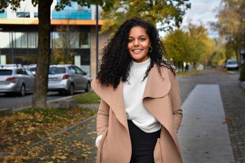 HJELPER: Tiffany Gnaly (26) hjelper folk med å finne den rette.