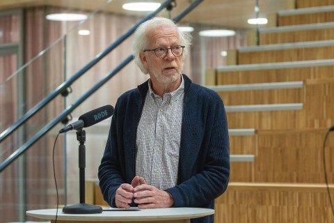 Kommuneoverlege Tor Claudi maner til aktsomhet etter at koronaviruset har spredd seg gjennom trappeoppganger i Bodø.