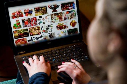 Julegavehandel på nett. Illustrasjonsfoto.