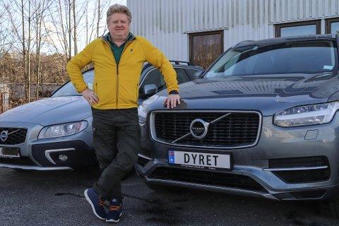 Særegent bilskilt: Knut Willy Sørensen valgte «Dyret» som personlig bilskilt, det samme som han kaller kona. Foto: Gunnar Paulsen