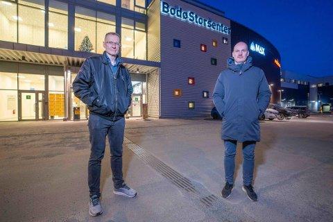 Når koronavaksinen kommer til Bodø skal det massevaksineres i et lokale i Bodø Storsenter. Smittevernoverlege Kai Brynjar Hagen, her sammen med helseleder Stian Wik Rasmussen, sier kommunen er klar.