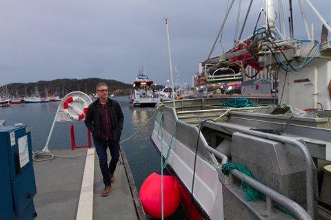 Fiskeriministeren var knapt satt seg i stolen før rystende bilder fra næringen nådde han. Odd Emil Ingebrigtsen setter sin lit til at man klarer å rydde opp.