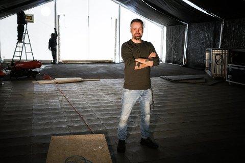 Festivalsjef for Blåfrostfestivalen, Øivind Holthe, har en oppfordring til innbyggere på Rognan foran årets arrangement. Foto: Fredrik Stenbro
