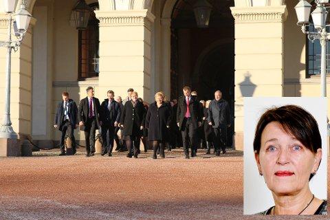 Regjeringen Solberg på Slottsplassen, med ny fiskeriminister  og uten den ansvarlige for Nav-skandalen.