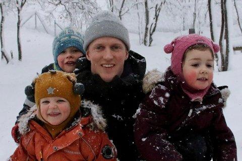 STEPPET INN: TV2s Erik Follestad besøkte Askeladden barnehage, da han skulle være Sivert Mangersnes for en dag.