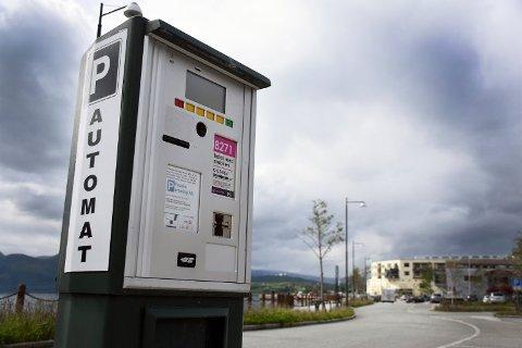 Dagens parkeringsordning i Fauske sentrum videreføres slik som den har vært siden desember i 2016.