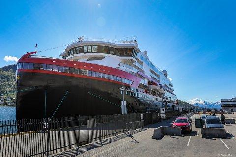 TILTAK MOT SMITTE: Hurtigruten har innført tiltak for å hindre koronasmitte på skipene sine.