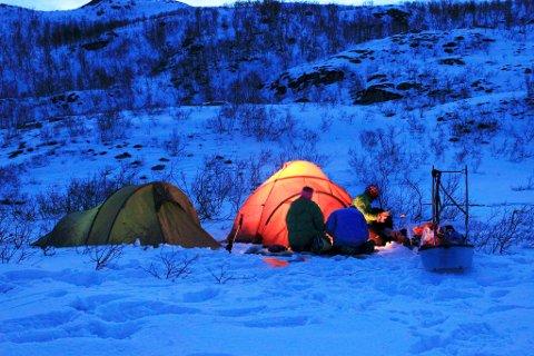 TELTTUR: Ikke forbudt å dra på telttur, men barduordføreren ser helst at folk holder seg hjemme. (Illustrasjonsfoto)