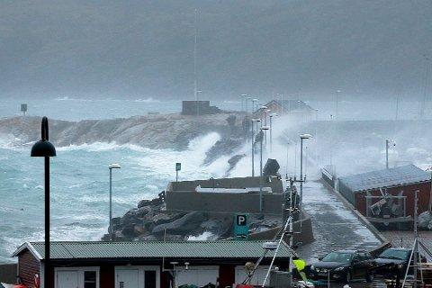 Det forventes opptil sterk storm på kysten av Nordland.