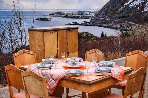 """""""Bordet er dekket"""", skrev Svein Arne Hagen fra Gravdal på Facebook. Men det som tilsynelatende var et morsomt påfunn, viste seg å dreie seg om simpelt tyveri (bildet er beskåret)."""