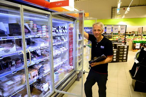 Kjøpmann Geir Jonassen driver Rema-butikken på Rønvikleira.