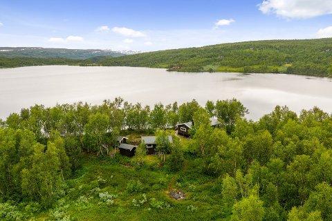 Denne hytta på 47 kvadratmeter ble solgt for 1,9 millioner kroner - 700.000 kroner over takst.