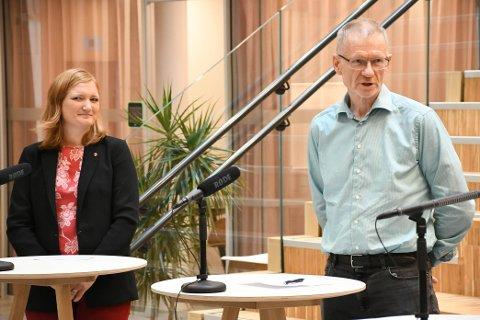 Ordfører Ida Pinnerød (Ap) og smittevernoverlege Kai Brynjar Hagen i Bodø.