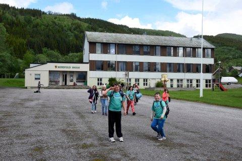 Ballbinge: Elevene på Nordfold skole kan se fram til å få egen ballbinge i skolegården.