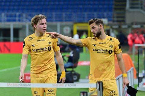 Jens Petter Hauge og Philip Zinckernagel viste seg frem i Milano torsdag. Førstnevnte kunne forlatt banen veldig tidlig.