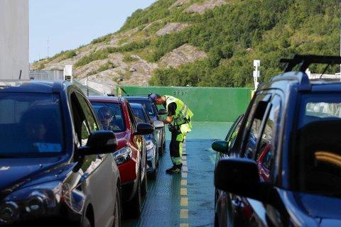 Endringene mellom Festvåg og Misten har skapt reaksjoner. Nå er det reserveferga som trafikkerer sambandet.