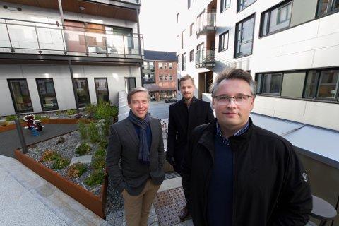Senior bedriftsrådgiver Svein Frode Gudbrandsen (foran), bak fra venstre: Rune Martinsen banksjef storkunder i regionen og daglig leder i DNB Eiendom Bodø Simon Fjordholm.