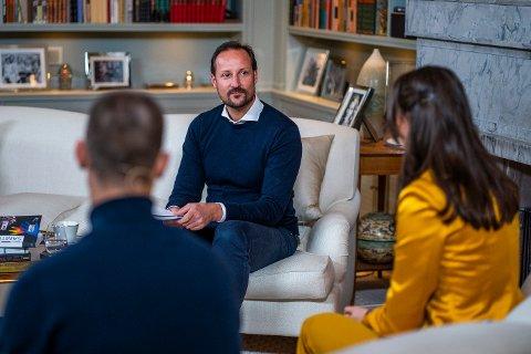 Kronprins Haakon under fjorårets SIKT-konferanse som ble holdt digitalt. Her sammen med Ida Susanna Fattah og Tellef Raabe.