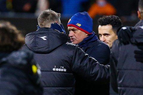 Lot seg imponere: Bodø/Glimts trener Kjetil Knutsen takker Jose Mourinho for Conference Leaugekampen i fotball mellom Bod¯/Glimt og Roma pAspmyra stadion. Kampen endte 6-1. Foto: Mats Torbergsen / NTB