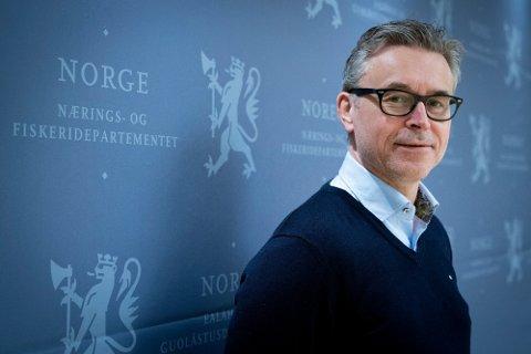 SER PÅ ORDNING: Fiskeri- og sjømatminister Odd Emil Ingebrigtsen (H).