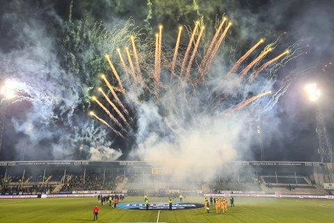 Motstandernes kapteiner har kanskje vært mer imponert av det storslåtte fyrverkeriet enn av selve matta på Aspmyra stadion?