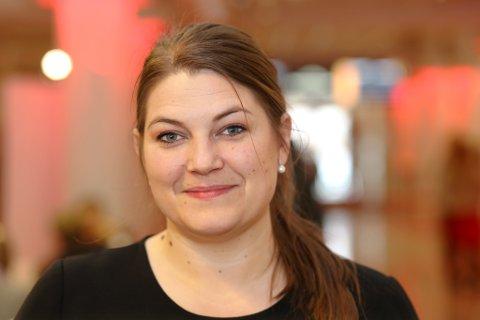 BRUKKET RYGG: Cecilie Myrseth reagerer sterkt på at regjeringa vil bygge opp en avdeling av Nordnorsk Kunstmuseum i Bodø mens behovet for å gjenreise museet i Tromsø er stort. - Museet her ligger med brukket rygg, sier Myrseth.