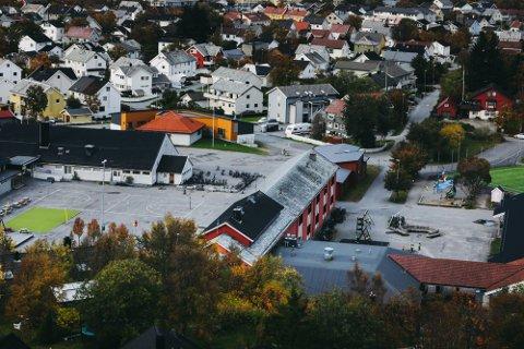 Saltvern skole har hatt rødt nivå. Nå må alle bodøskolene over på samme trafikklys.
