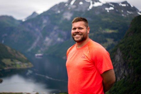 Bonden og idrettslæreren Sebastian Muth Johansen (28) fra Bolle på Vestvågøy er med i TV2s datingprogram «Jakten på kjærligheten».