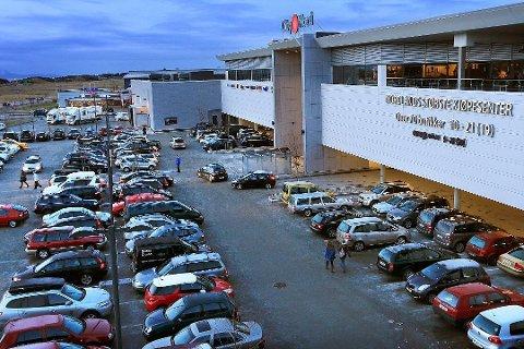 Her, mot Olav Vs gate, blir det både film og fotball på 16. mai.