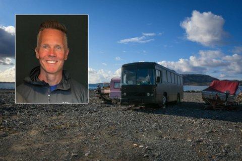Styreleder i Langstranda AS, Tore Handberg, har en klar beskjed til eierne av bussen. Foto: Victoria Finstad/akriv