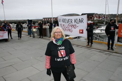 Rektor ved Hunstad ungdomsskole, Randi Solvær var en av de streikende som møtte opp under markeringen i Bodø sentrum mandag formiddag.