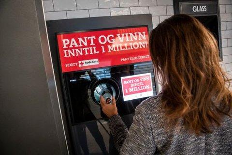 Pantelotteriet har blitt en av Røde Kors' viktigste inntektskilder. I 2020 bidro lotteriet med hele 92 millioner til deres humanitære arbeid. I 2021 forventer Pantelotteriet at beløpet kan nærme seg 100 millioner kroner. Foto: Katrine Lunke
