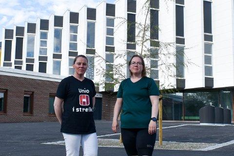 Lena Karlsson (til venstre) er tillitsvalgt i Norsk Sykepleierforbund og jobber ved Aspåsen skole. Til høyre står Helen Brekke, som har barn ved skolen.