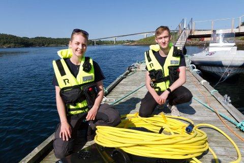 Pilot Kristina Aasen (25) og operatør Odin Johnsen (17), har det som iControl trenger av kompetanse. I mellom seg har de drona (ROV) og styrekabelen.