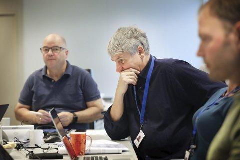 Styreleder Odd Roger Enoksen (t.v.) har fortsatt ikke fått inn flere enn tre søkere til å erstatte nåværende direktør Paul Martin Strand (t.h.).