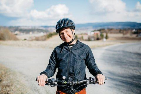 Stina Isabel Almli Pettersen har syklet Norge på langs uten fungerende nyrer. Foto: Karoline O. A. Pettersen