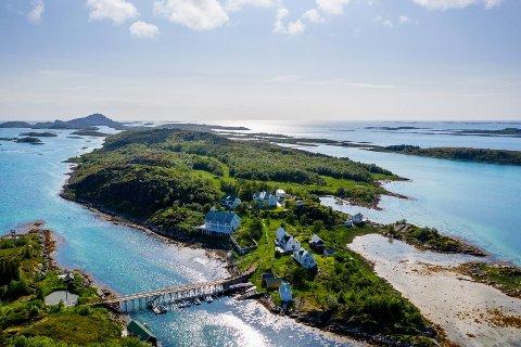 Det aller meste av Grøtøya, med unntak av den delen der det er bebyggelse, omfattes av salget.