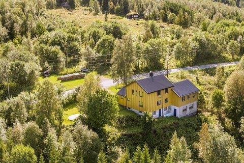 Boligdelen av eiendommen i Østerkløft. Kaféen er utbygget til høyre.